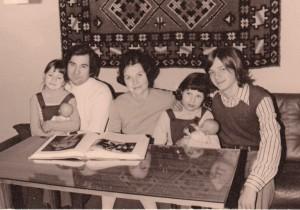 mit meiner Familie 1975 in Brandenburg (ein Bruder ist nicht im Bild, ich bin die kleinste, ganz links) © Anke Domscheit-Berg